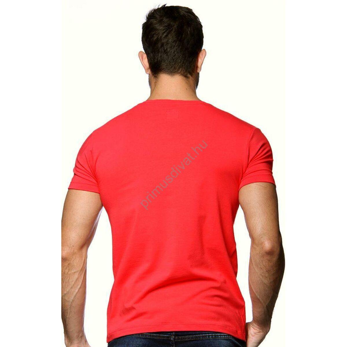 0e7bb3445a Balance V-nyakú, rugalmas anyagú rövid ujjú póló, ujján fém  márkafelirattal, piros