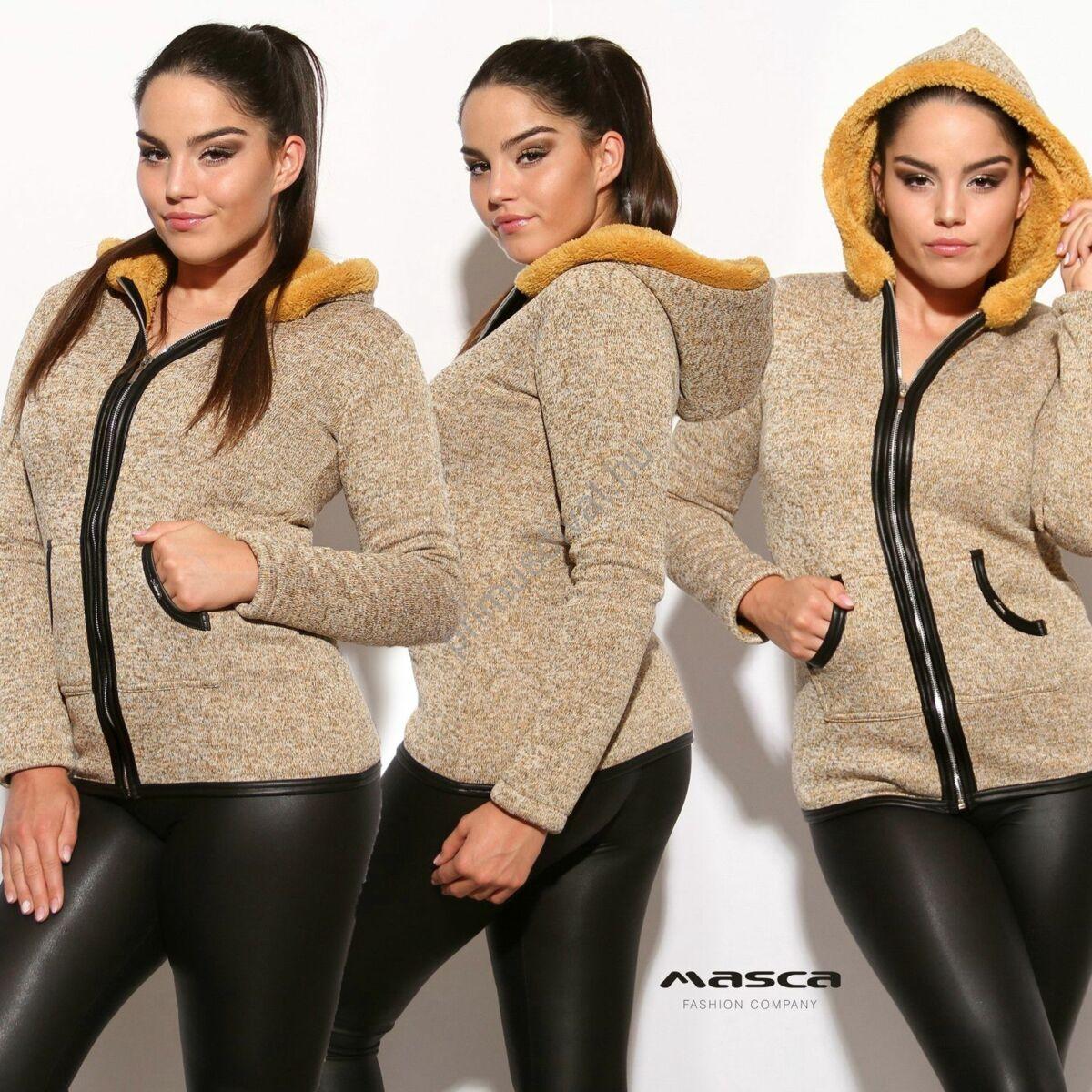 Masca Fashion cipzáras drapp-melange kötött hatású kardigán, okkersárga szőrmés béleléssel, kapucnival, fekete műbőr szegőkkel