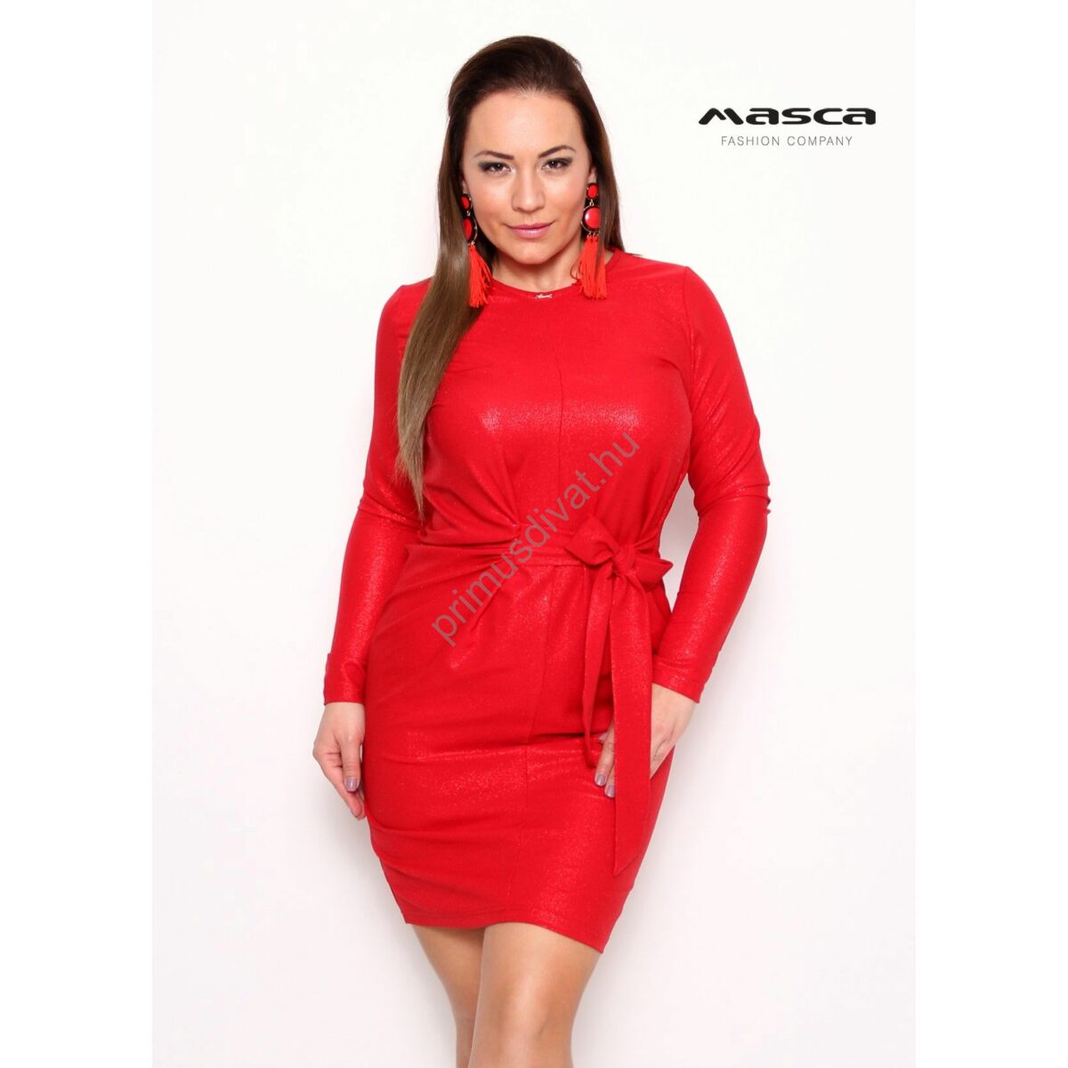 Masca Fashion derekán kötővel összehúzott, csillámos felületű hosszú ujjú piros alkalmi miniruha