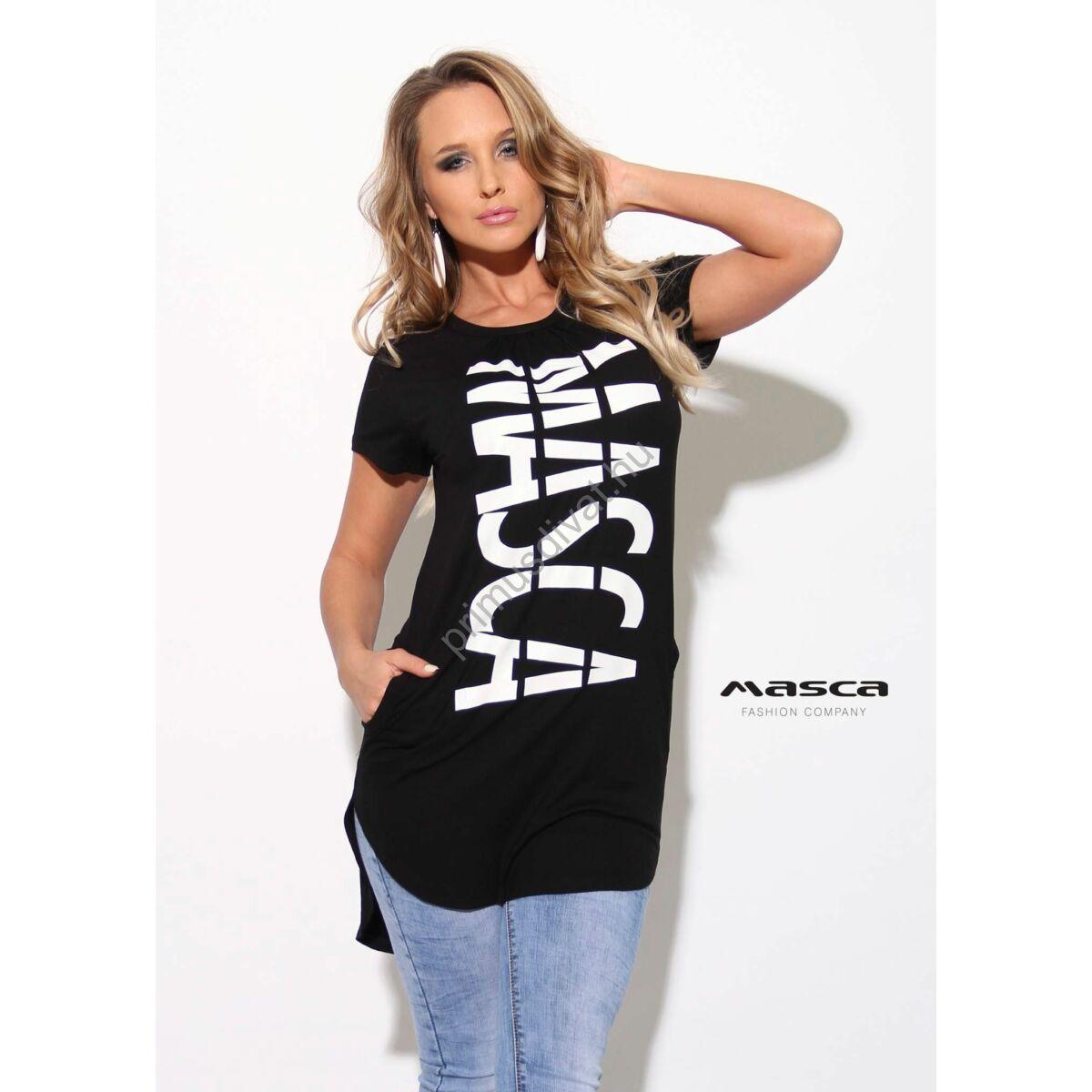 c5025fcca6 Kép 1/1 - Masca Fashion csípett nyakú, rövid ujjú fekete zsebes tunika,  alján íves szabással, elején nyomott fehér márkafelirattal