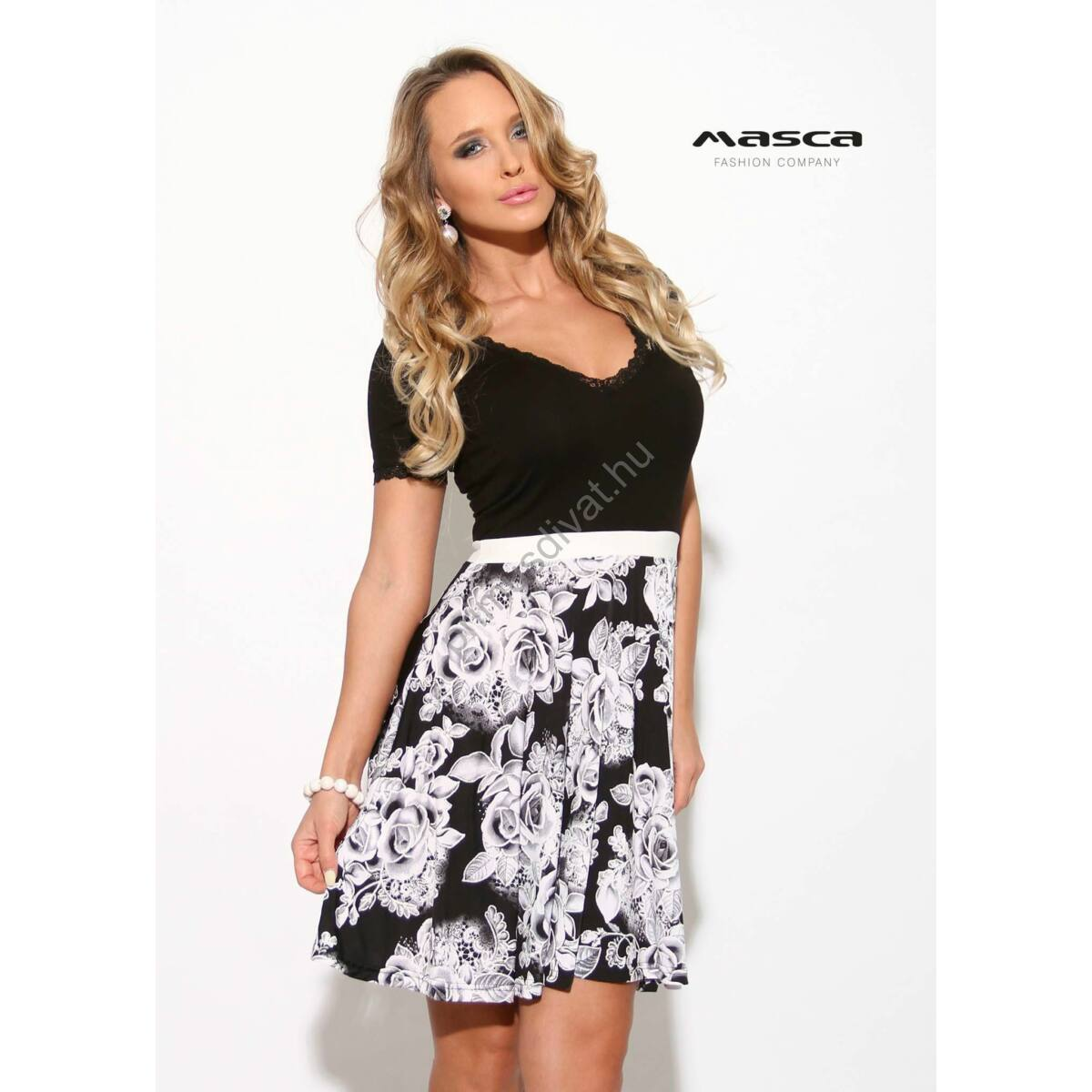 1a43bf2aa4dc Kép 1/1 - Masca Fashion csipkeszegélyes dekoltázsú, fehér rózsamintás loknis  szoknyarészű rövid ujjú fekete alkalmi ruha