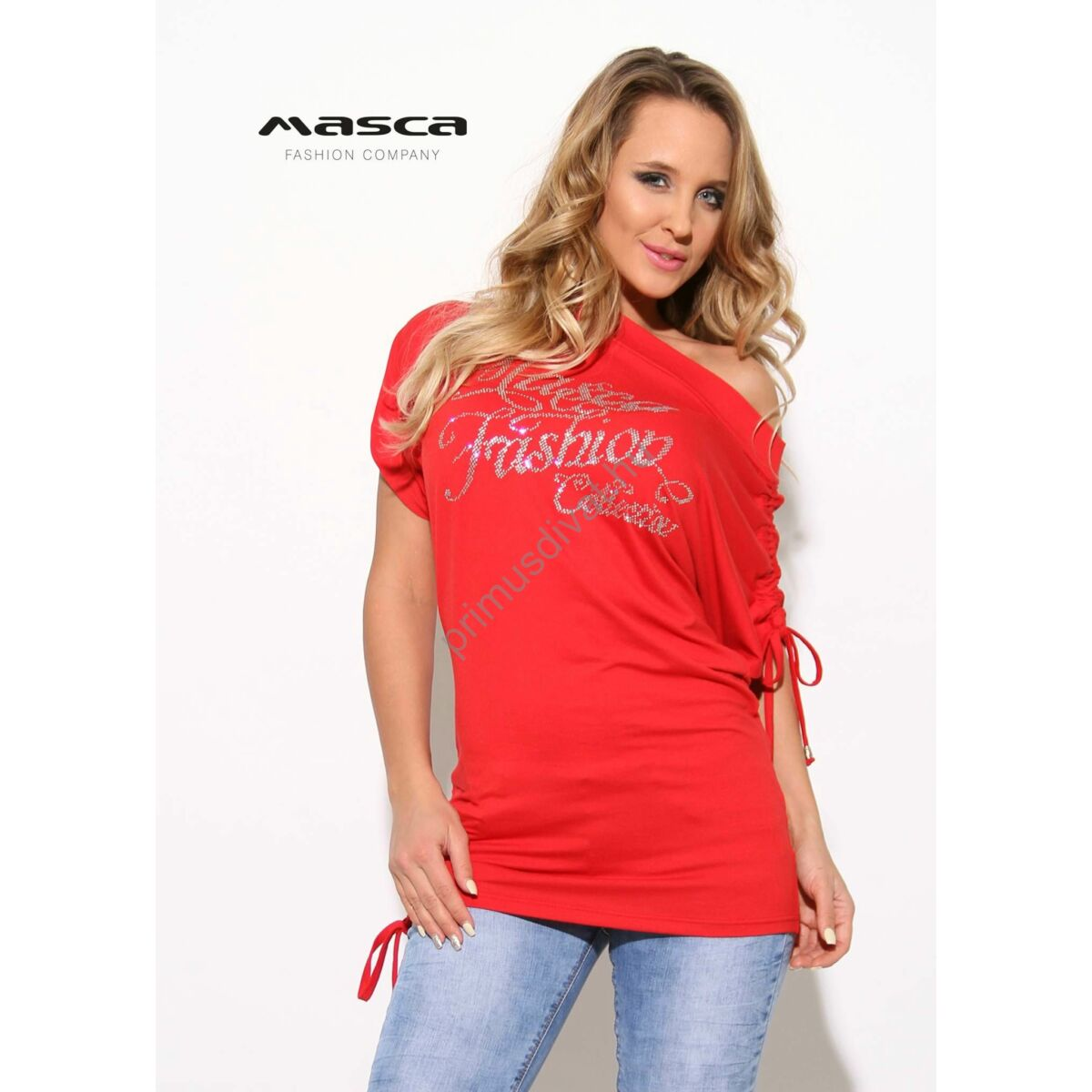 0dd6318d12 Kép 1/1 - Masca Fashion behúzott kötővel ráncolható rövid ujjú, csónaknyakú  lezser piros felső, ezüst strasszköves márkafelirattal