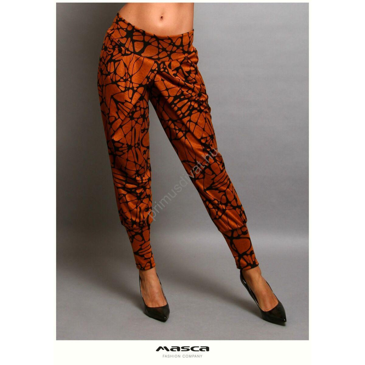 Masca Fashion átlapolt szabású lezser, vékony kötött fekete mintás őzbarna zsebes nadrág, széles passzékkal