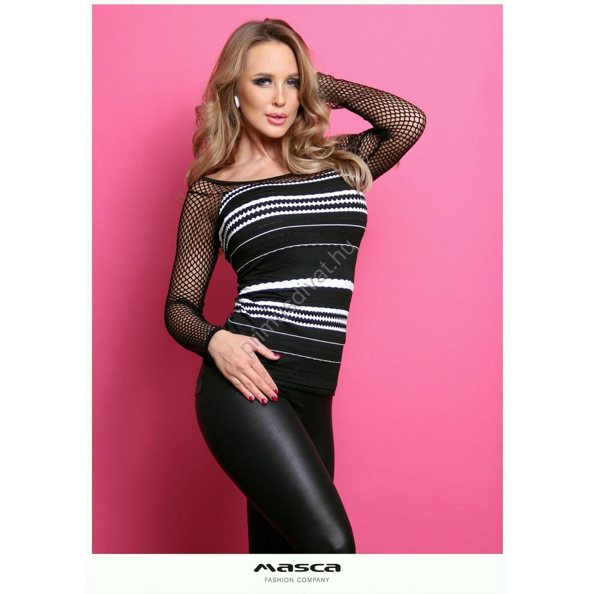 Masca Fashion vállra szabott, hosszú necc ujjú fekete-fehér hullámos csíkos szűk felső