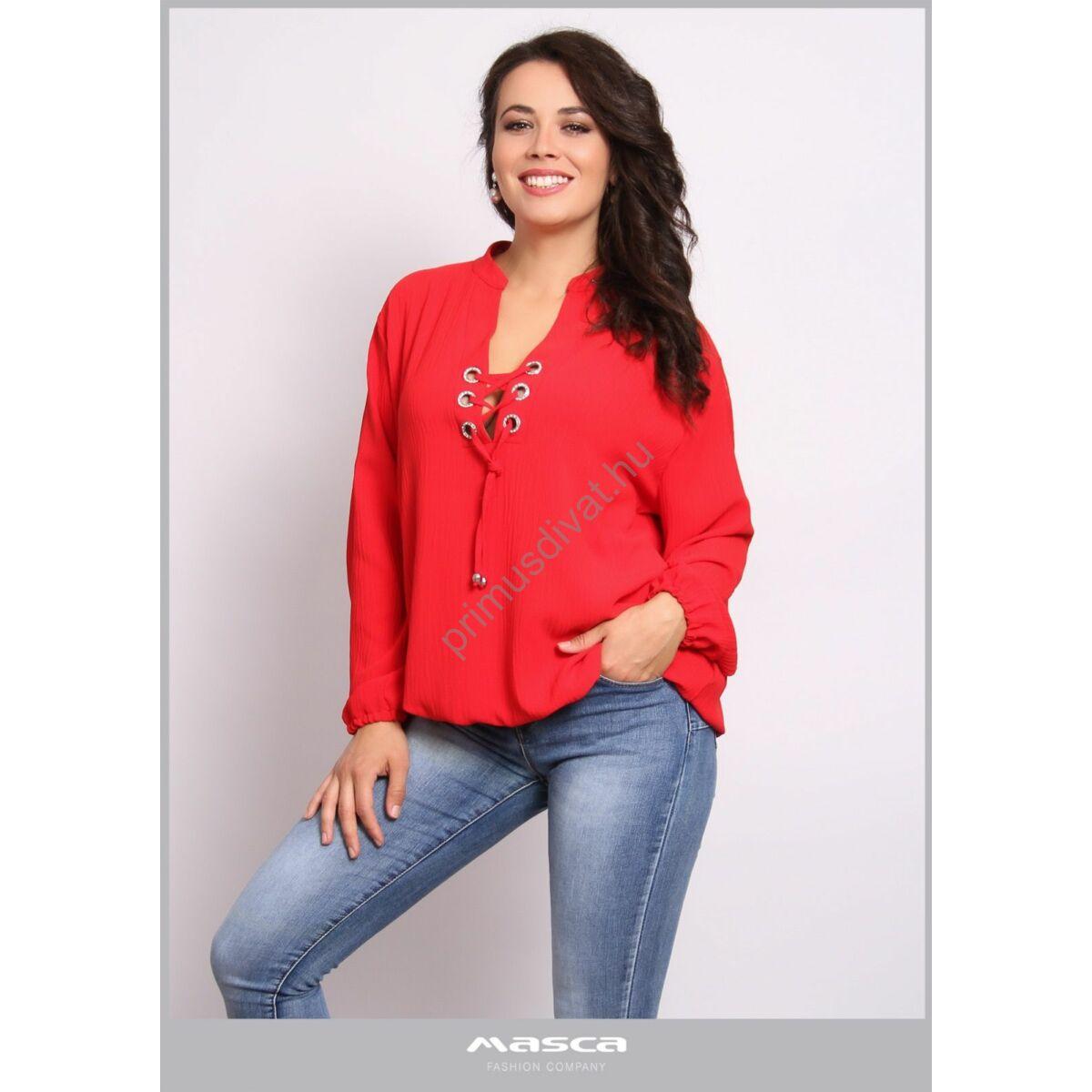 Masca Fashion állónyakú, ékszerkarikás bújtatójú fűzős dekoltázsú piros kreppes anyagú lezser hosszú ujjú felső, csípőjén gumis behúzással
