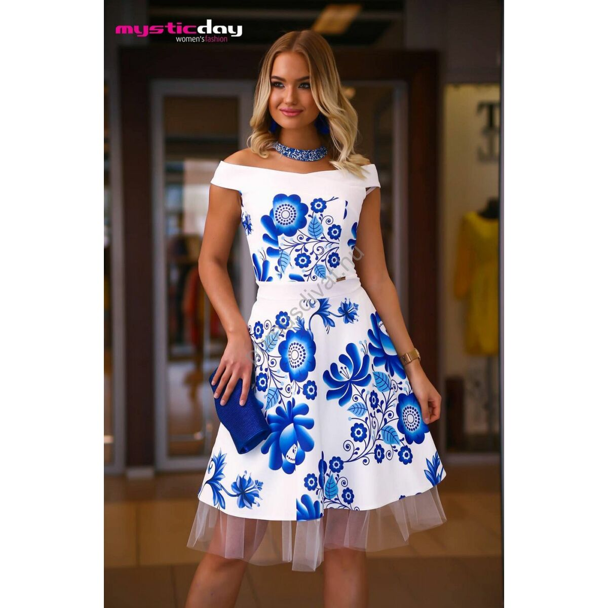 54595d8fcd Kép 1/1 - Mystic Day vállra szabott loknis kék virágmintás fehér Médi ruha,  kivehető, gumis derekú tüll szegélyes szatén alsószoknyával
