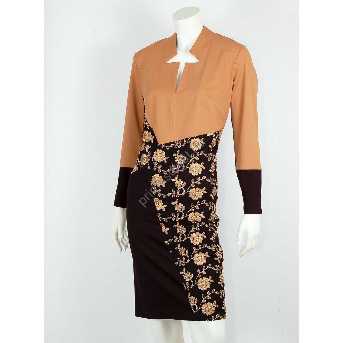 Mystic Day cikk-cakk nyakkivágású, arany hímzett mintás drapp-fekete molett Annaliza ruha, jó tartású rugalmas anyagból. Hátán rejtett cipzárral záródik.
