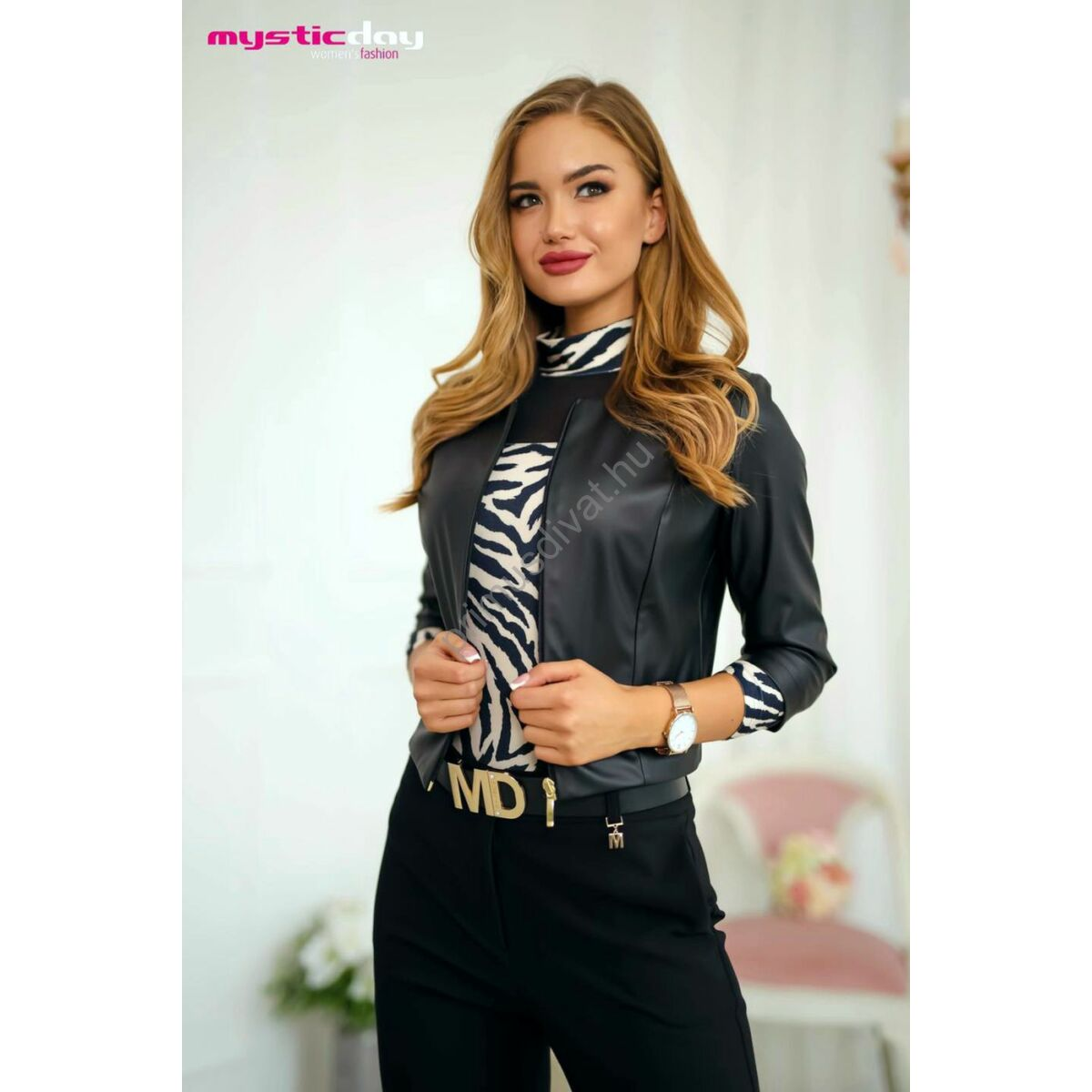 Mystic Day cipzáras elejű, háromnegyedes ujjú béleletlen rugalmas fekete textilbőr kabátka