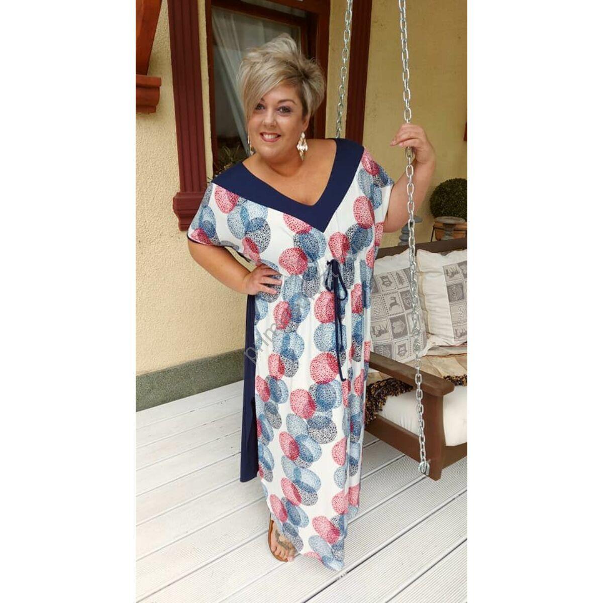 Fashion by Nono V-nyakú, mell alatt húzott kék-piros mintás lenge nyári Kaftán ruha, oldalán felsliccelve