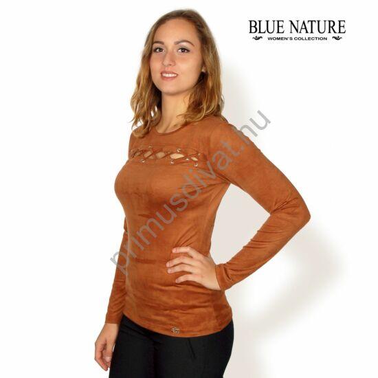 Blue Nature velúrbőr hatású hosszú ujjú őz-barna felső, mell fölött fűzős kivágással