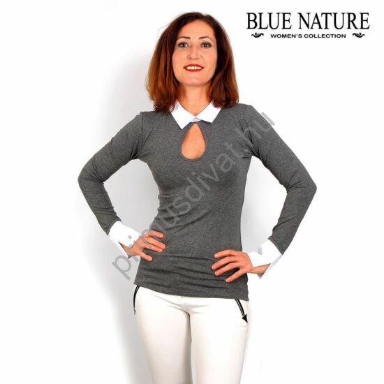 Blue Nature szürke melange rugalmas felső, csepp-kivágott dekoltázzsal, fehér inggallérral és mandzsettával