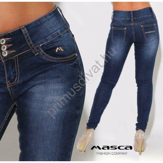 Masca Fashion széles derékpántos rugalmas koptatott kék farmernadrág, zsebén hímzett márkafelirattal.