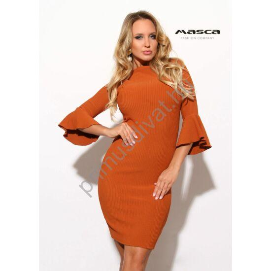 Masca Fashion csónaknyakú, fodros háromnegyedes ujjú, bordás rugalmas anyagú fahéj színű szűk miniruha