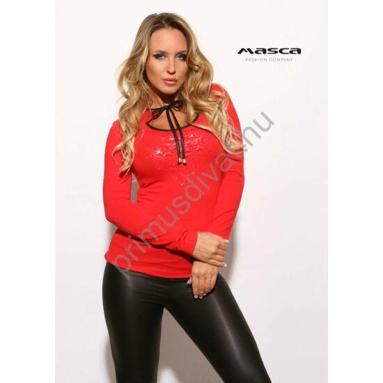Masca Fashion fekete műbőr szegélyes megkötős nyakú, kivágott dekoltázsú hosszú ujjú szűk piros felső, színazonos nyomott mintával