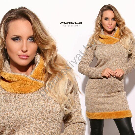 Masca Fashion puha kötött hatású drapp-melange miniruha, okkersárga szőrmés betétes kámzsás nyakkal, szőrmés béleléssel