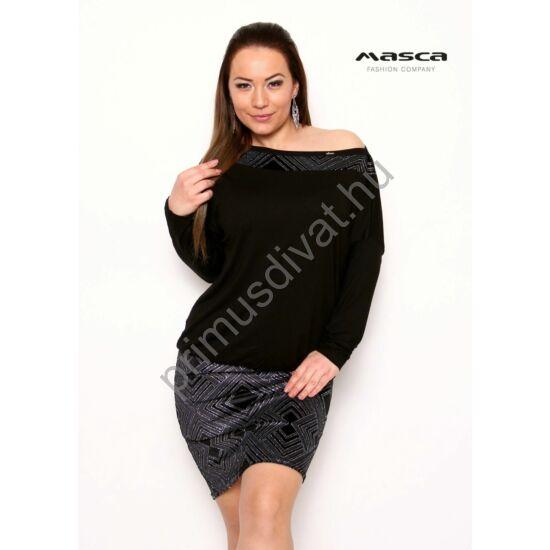 Masca Fashion csónaknyakú, denevérujjú fekete miniruha, ezüst mintás betéttel, szoknyarésszel