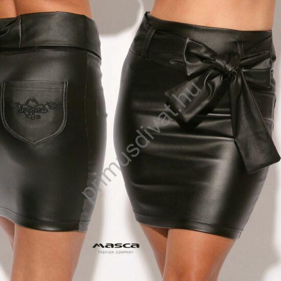 Masca Fashion magas derekú szűk, rugalmas fekete műbőr miniszoknya, hímzett zsebbel, megkötős övvel