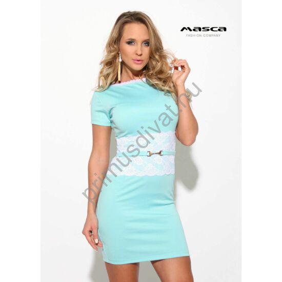 Masca Fashion csipkeszegélyes csónaknyakú világoskék rövid ujjú miniruha, fehér csipkerátéttel, ékszerkapcsos övpánttal