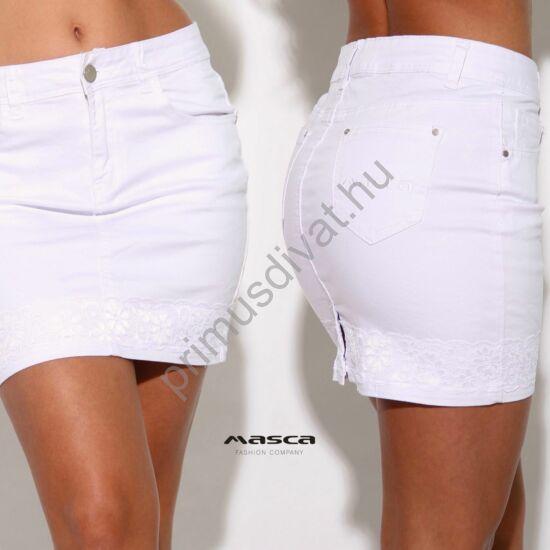 Masca Fashion rugalmas fehér farmer miniszoknya csipkeszegéllyel, zsebén hímzett márkafelirattal