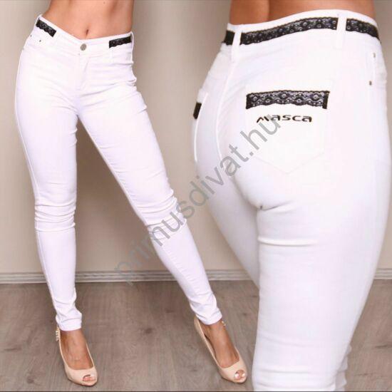 Masca Fashion fekete csipkerátétes díszítésű rugalmas fehér farmernadrág, hímzett márkajelzéssel