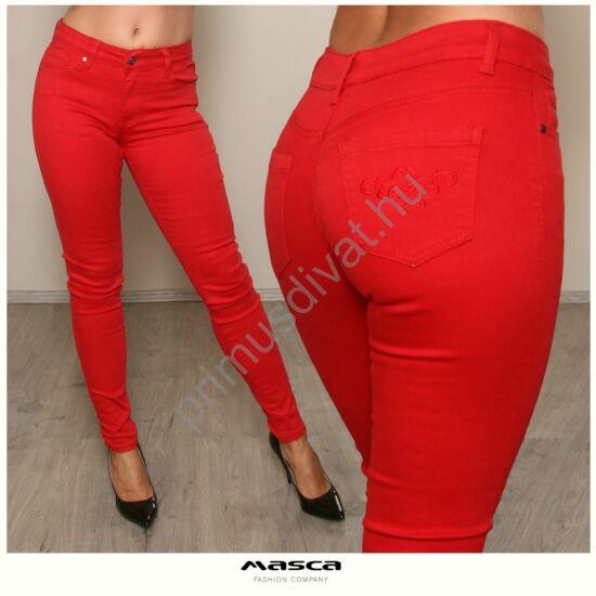 Masca Fashion rugalmas piros farmernadrág, zsebén hímzett márkajelzéssel