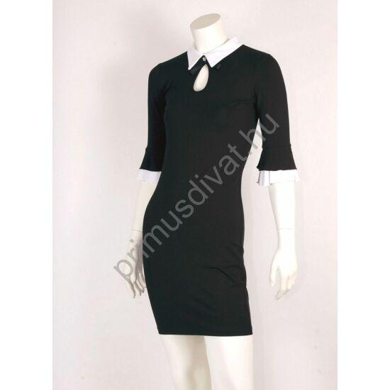 Mystic Day fehér galléros, fodros háromnegyedes ujjú fekete Gitta ruha, cseppkivágásánál levehető brossal