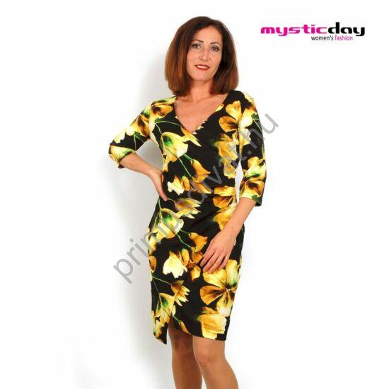 Mystic Day oldalán csípésekkel ráncolt átlapolt elejű, fekete alapon sárga virágmintás háromnegyedes ujjú ruha