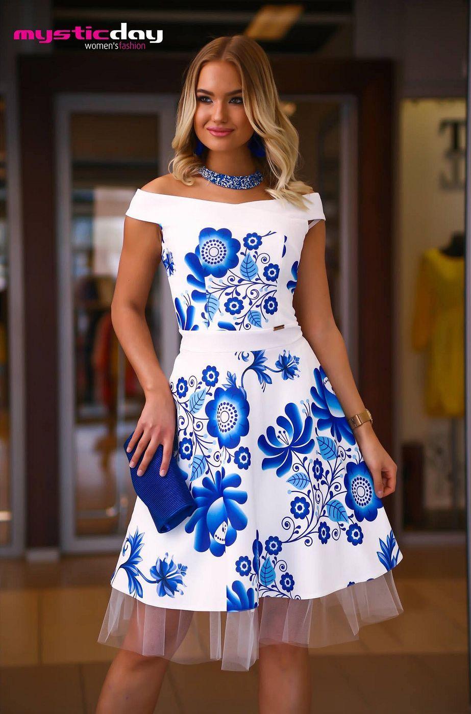 b95330bfc8 Mystic Day vállra szabott loknis kék virágmintás fehér Médi ruha